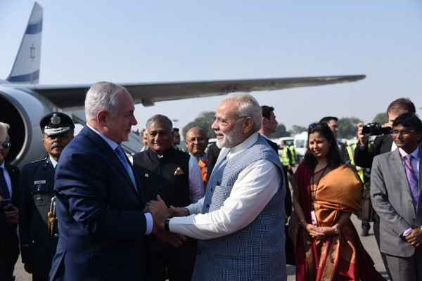 pm-narendra-modi-welcomed-benjamin-netanyahu-on-igi-airport