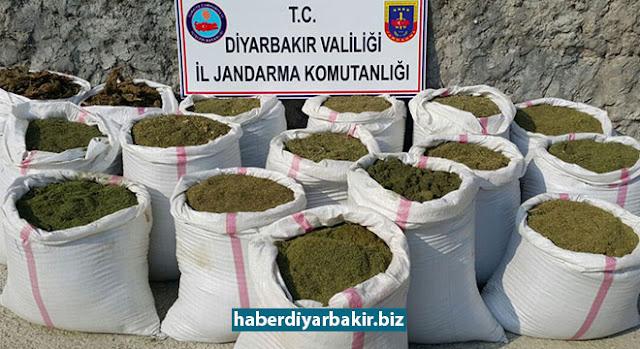 DİYARBAKIR-Diyarbakır'da 28 Mayıs 2017 tarihinde kırsal alanda PKK'ye yönelik düzenlenen operasyonlarda, 6 zanlı yakalandı. Operasyonlarda ayrıca 2 ton 290 kilo uyuşturucu ile 6 bin 632 kök kenevir bitkisi ele geçirildi.
