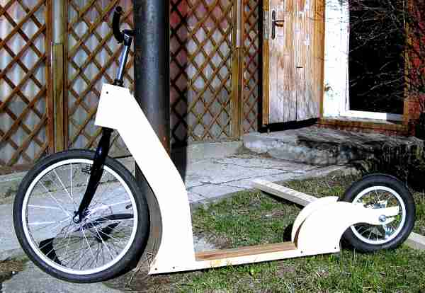 Une trottinette de route russe en bois : do it yourself