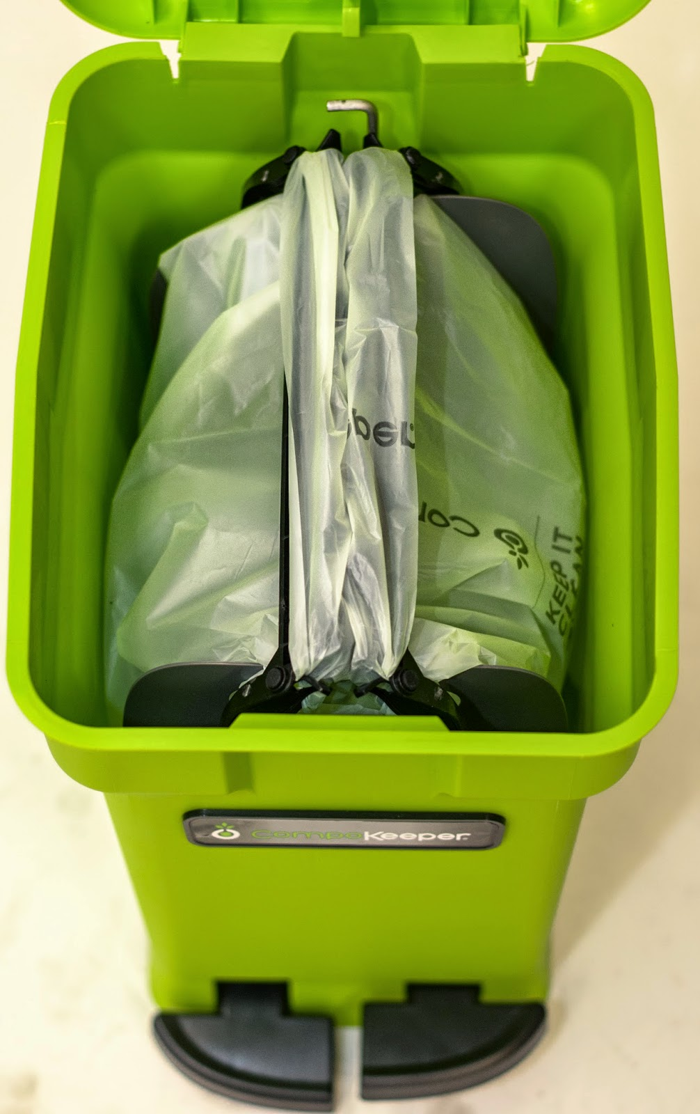 kitchen composting bin image