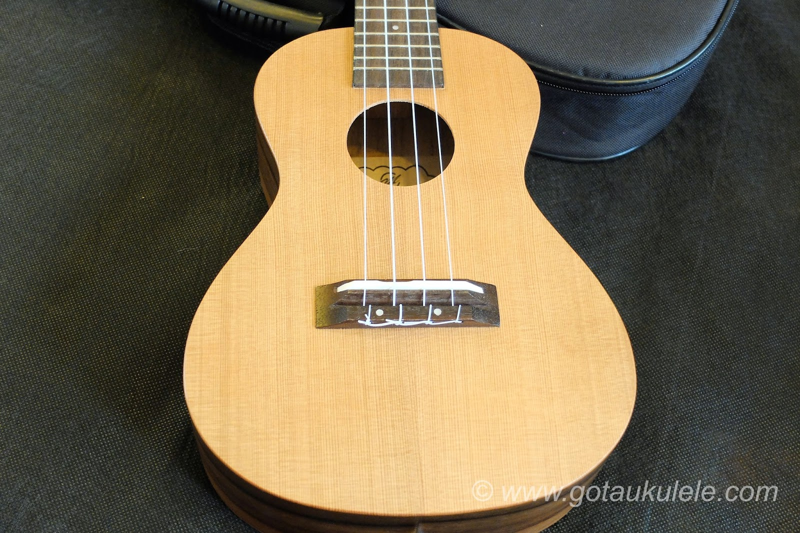 CloudMusic HM12 Ukulele solid cedar top