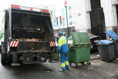 """آلاف الأطنان من نفايات """"الحولي"""" تستنفر شركات النظافة بالبيضاء"""