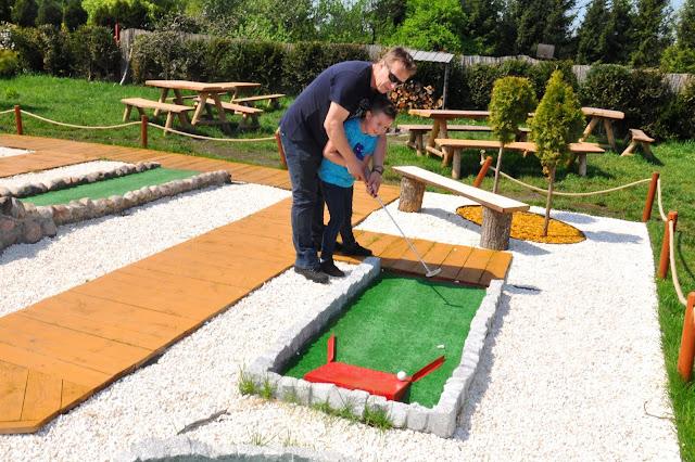 Mini golf w Lemur Parku