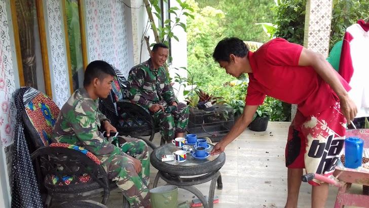 Anjangsana ,Angota satgas TMMD ke 104 Kodim 0417/Kerinci kunjungi rumah warga