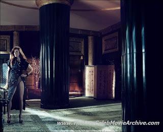 Julianne Moore In Erotic Black Dress With Sleekly Legs Show