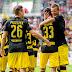 Borussia Dortmund vence fora e segue na liderança isolada; clássico do norte termina empatado