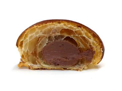 チョコクリーム クロワッサン | LE PAIN de Joël Robuchon(ル パン ドゥ ジョエル・ロブション)