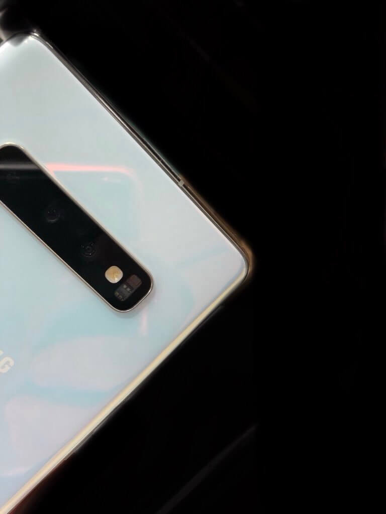 Samsung Galaxy S10 Pearl White live photo leaked