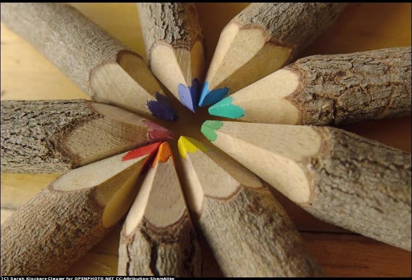 Lapices de colores con troncos reciclados una Obra de arte hecha a mano