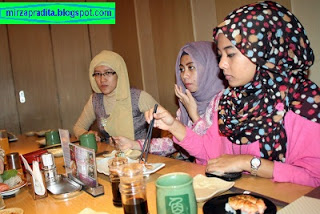 Mirza raffa pradita Journey Indonesia Blogger Food drink Restaurant Review Travelling Event Style Activity Community tulisan blog Makanan minuman resto event wisata acara pakaian aktifitas komunitas fashion jakarta lifestyle terkenal famous ootd outfit selebgram selebtwit instagram twitter facebook path whatsapp line pameran exhibition bazar seminar talkshow liputan popup market belanja shopping garage sale tempat hits booth local brand lokal indo insta foodie foodporn hangout delicious enak masak healthy sehat cook eat kuliner culinary travel lookbook hijab hijaber jilbab shawl scarf muslim islam busana baju hootd girl wanita feminim lady perempuandesigner desainer culture budaya photo foto pashmina fashionshow model bawal tudung female design photoshoot fashionista entrepreneur usaha pengusaha bisnis trip photography fotografi fasionweek selfie wefie endorse endorsement  heritage travel piknik explore jalanjalan turis tourism vacation holiday adventure liburan