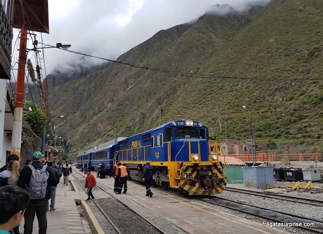 Trem para Machu Picchu, Ollantaytambo, Peru