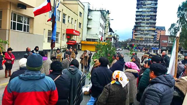 Mapuches frente a Gobernación de Osorno