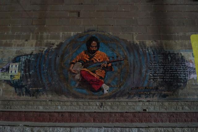 Mural di tepian Sungai Gangga yang digambar di tembok Gaht