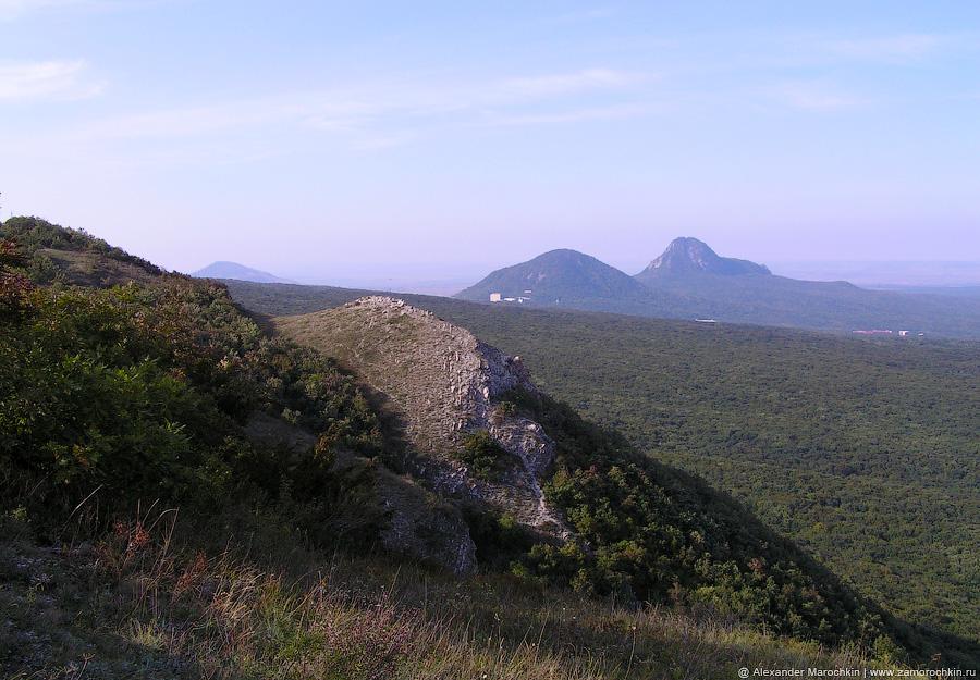 Вид в сторону Железноводска, гор Железной и Развалка с Бештау