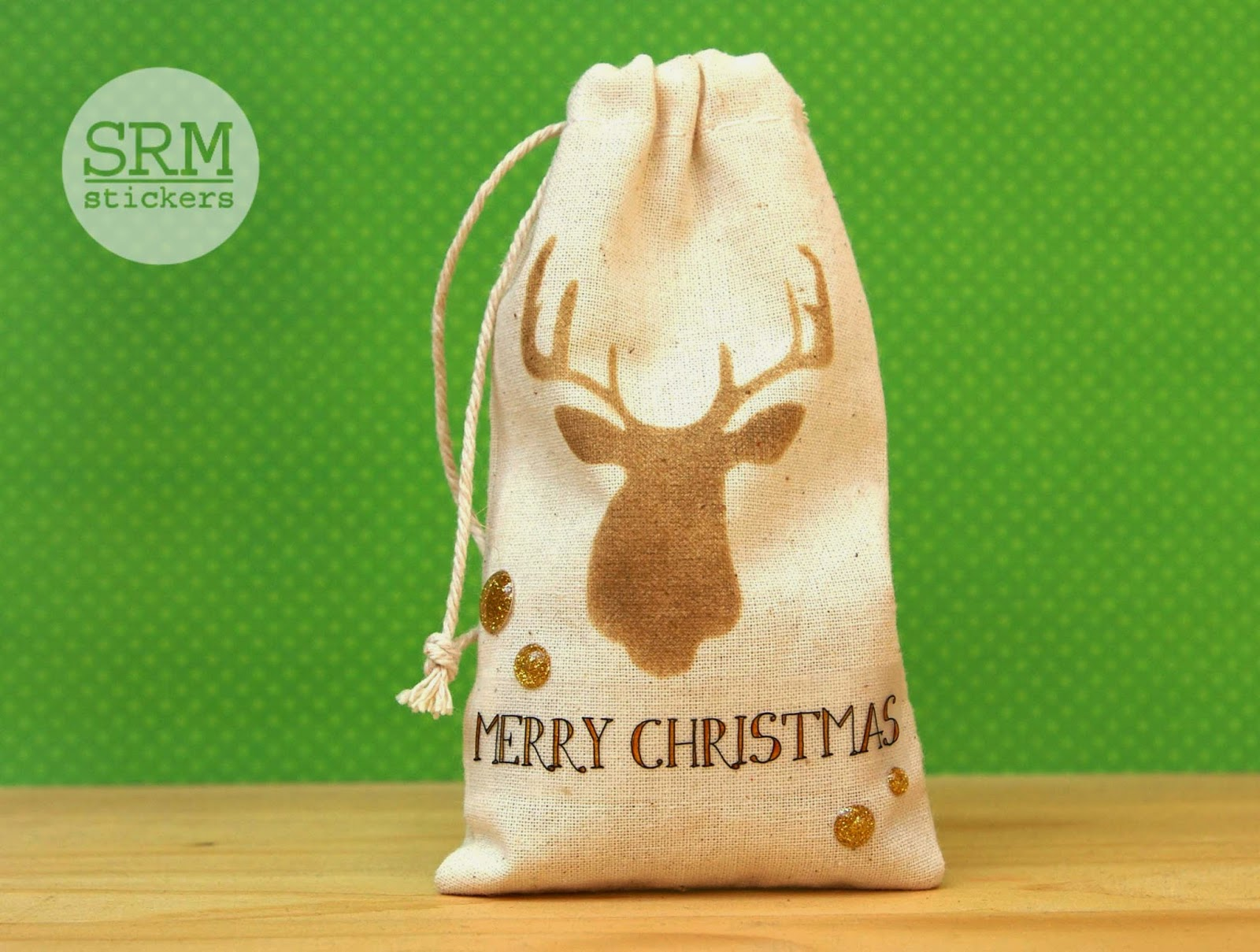 SRM Stickers Blog - Christmas Gift Bags by Lorena - #muslinbags #christmas #giftbag #stickers #stencilvinyl #diy