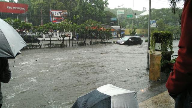Foto-foto dan Video Banjir Pasteur Bandung
