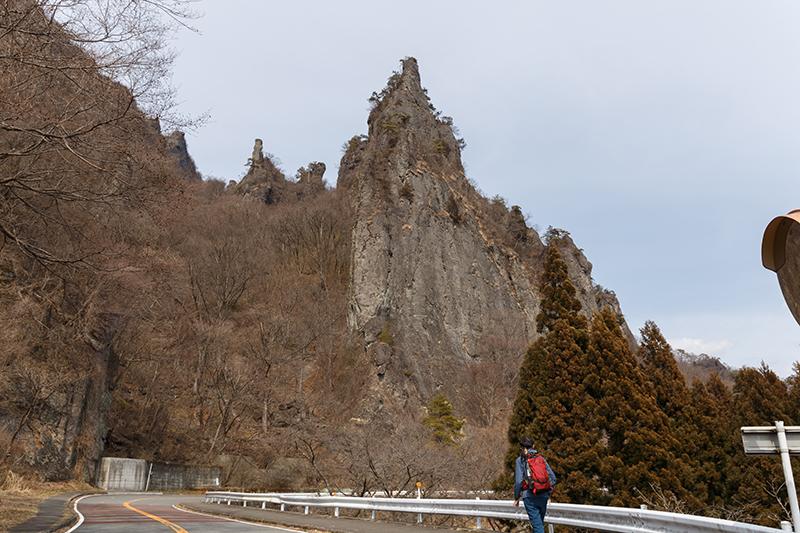 石門群登山口までの道路から