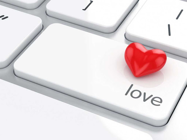 пластиковое сердечко на клавиатуру.