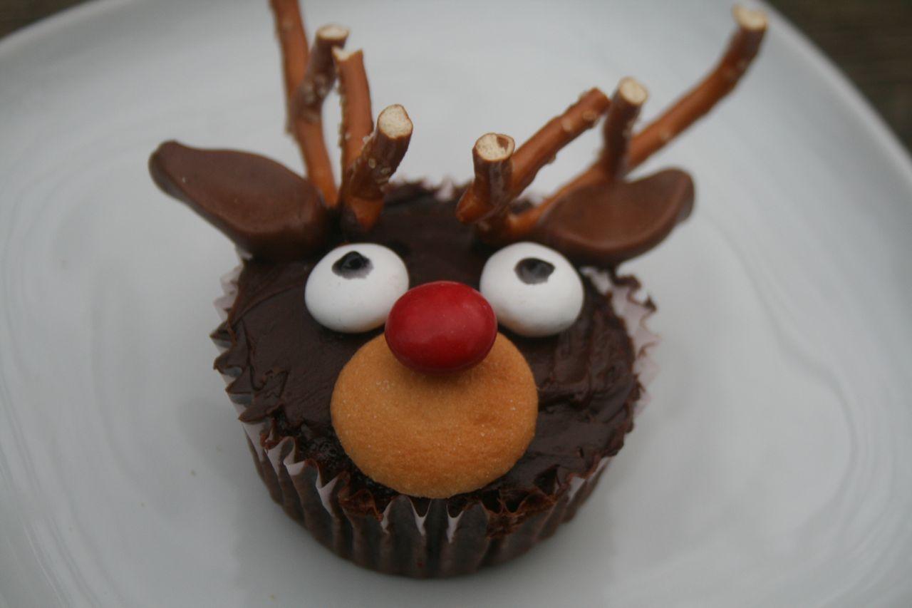 Reindeer Cupcake Cake