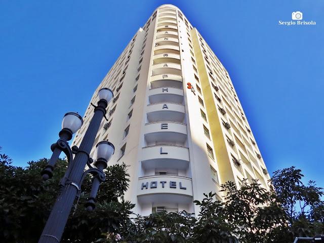 Perspectiva inferior da fachada do Hotel San Raphael - Centro - São Paulo