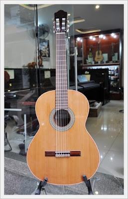 Đàn Classic Guitar Almansa 402 Cedar