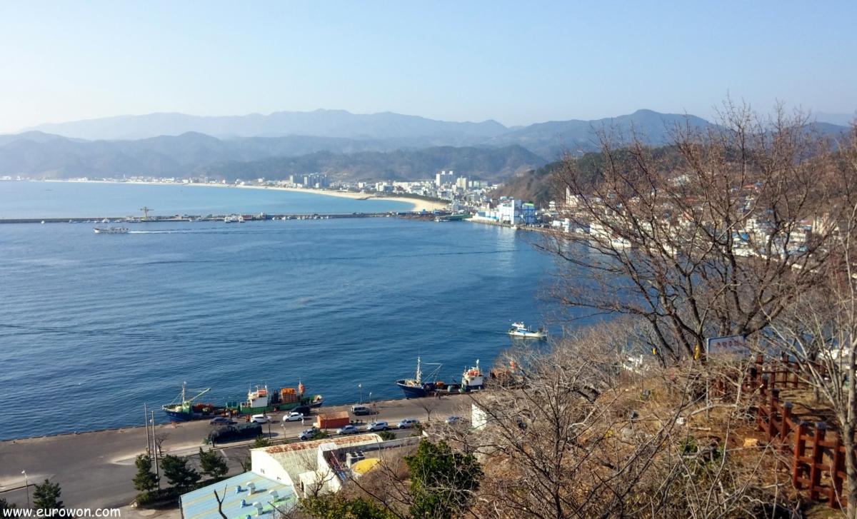 Muelle de Hupo en la costa este de Corea del Sur