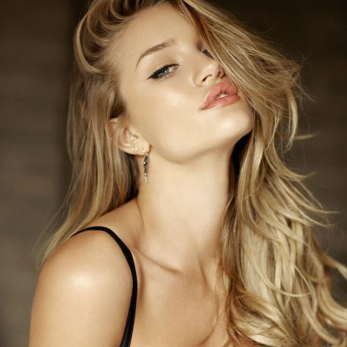 Rosie Huntington-Whiteley Hot Gallery