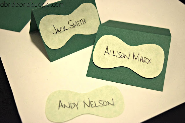 Planning a golf-themed wedding? Or maybe just one at a golf course? Make these SUPER cute DIY golf green escort cards. There's even a free printable for them at www.abrideonabudget.com.