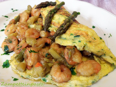 Omelette con asparagi e gamberetti - Ricetta con asparagi