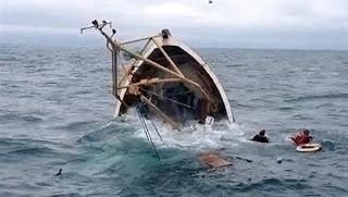 بنزرت: باخرة تصطدم بمركب صيد ثم تفر تاركة خلفها 11 صيادا يقاومون الغرق