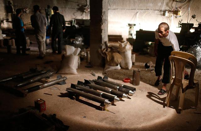Cohetes fabricados en un taller de Aleppo