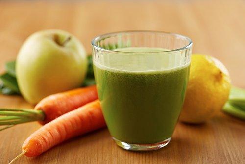 Smoothie pomme, céleri et carotte