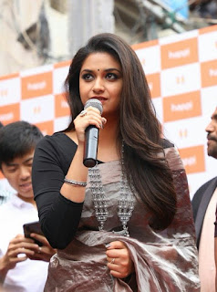 Keerthy Suresh in Saree with Cute Smile at Happi Mobile Store Launch in Guntur 2