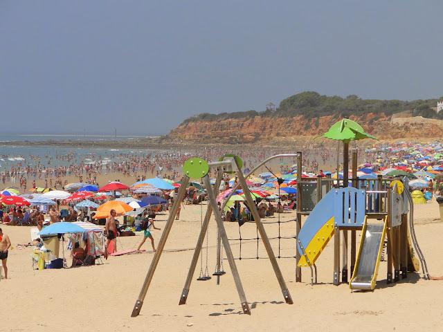 Playa de la Barrosa zona receativa para niños