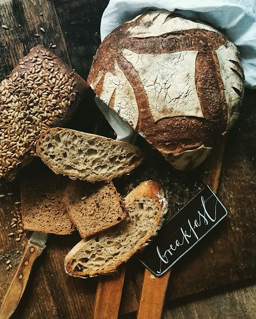 Chleb na zakwasie i test piekarnika z funkcją pary.