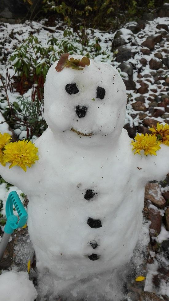 lumiukko ensilumi