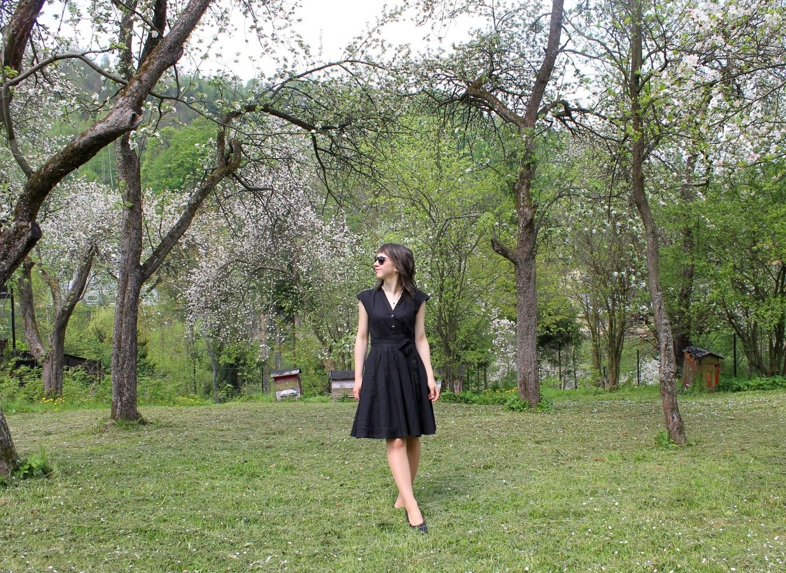 czarna rozkloszowana sukienka z lnem orsay