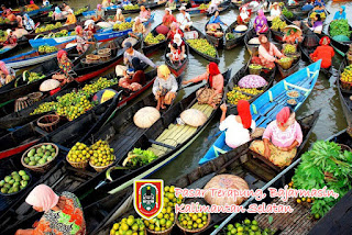 Pasar Terapung di Banjarmasin