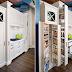 Xủ lý bếp chật bằng tủ bếp gỗ và kệ đứng