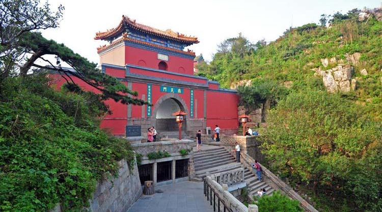 gerbang china selatan menuju langit