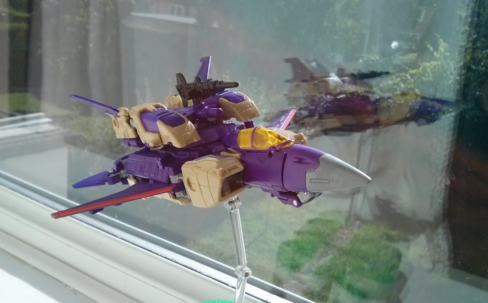 bursting into flight goes blitzwing