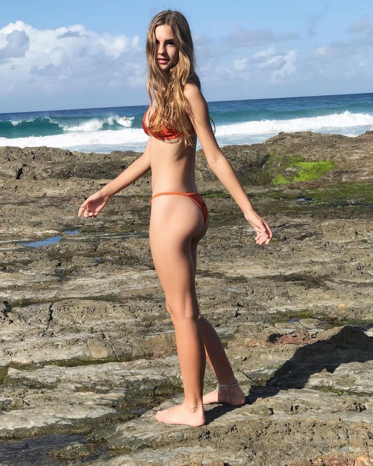 nude Emily Feld