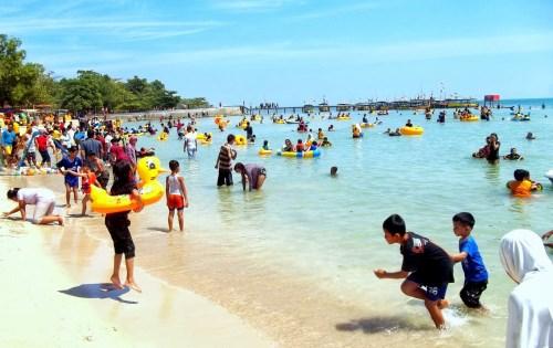 Keindahan pantai bandengan di jepara