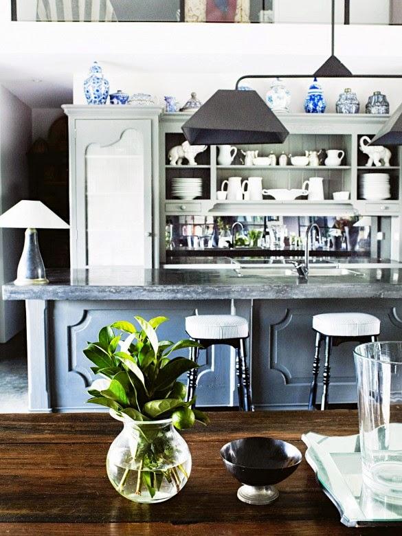 cocina rustica en tono gris mesa madera tocinera