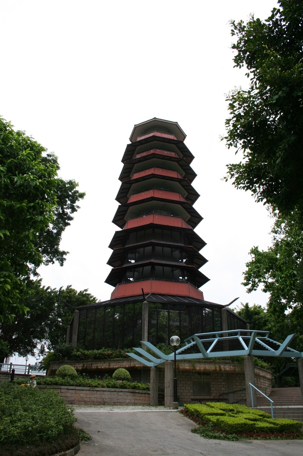 REASONABLE and UNEXPECTABLE: 元朗公園百鳥塔擋邪