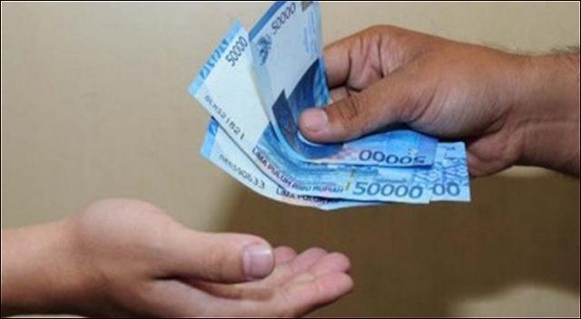 9 Arti Mimpi Dikasih Uang yang Perlu Anda Ketahui