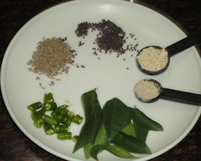 ingredients for the tempering to make poriyal