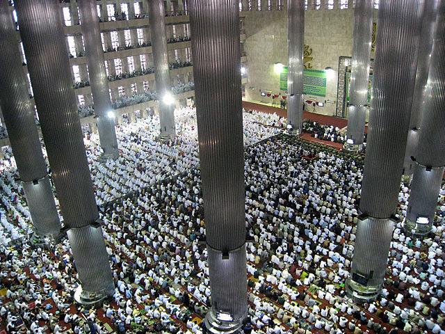 http://4.bp.blogspot.com/-AnkDVuoBspo/UhTLQon7rxI/AAAAAAAAA1k/92uMxxkNrMQ/s1600/Istiqlal-Mosque-During-Eid-ul-Fitri.jpg