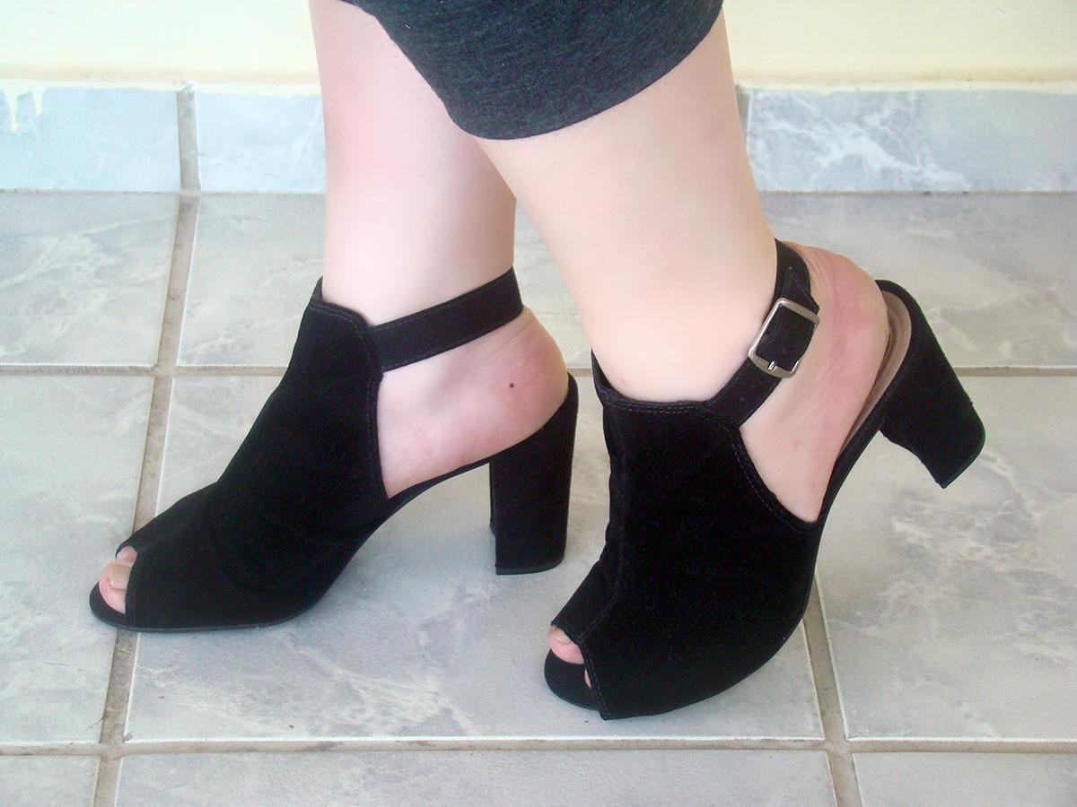 sandalia preta alta open boot pé gordinho plus size
