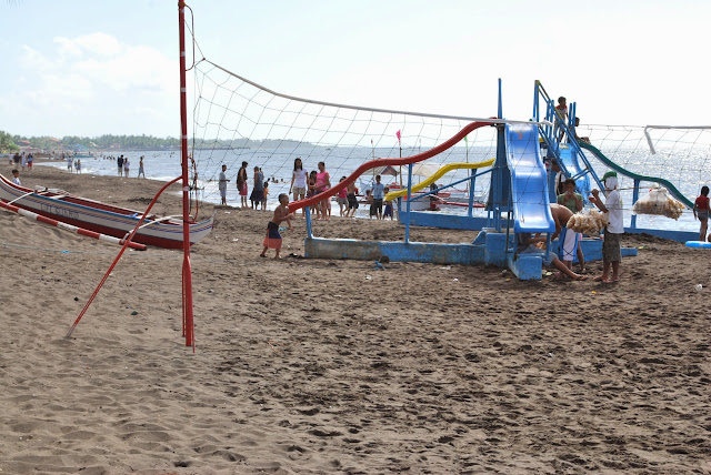 Activities on the beach at Villa del Prado beach resort